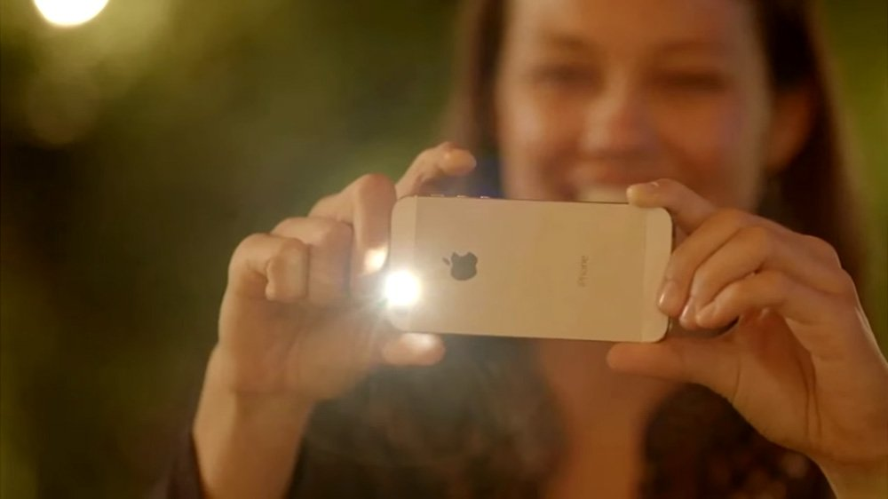 chup anh voi den flash iphone 5s